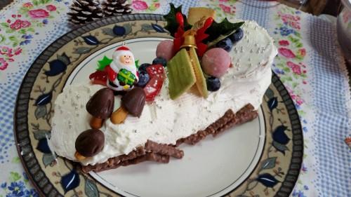 マリーで作ったクリスマスケーキ「ブッシュドノエル」